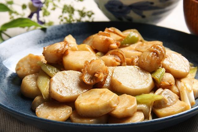 ホタテとサトイモの炒め物